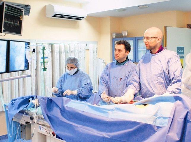 Zespół lekarzy z Ochojca przeprowadził pionierską operację zastawek