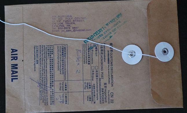 Koperta z otworzonym zabezpieczeniem sznurkowym