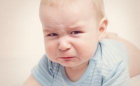 Mały brzuszek – duże problemy. Podpowiadamy, jak pomóc maluchowi w przypadku kolki niemowlęcej