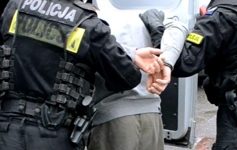 Atak nożownika w Krakowie. Policjant w szpitalu