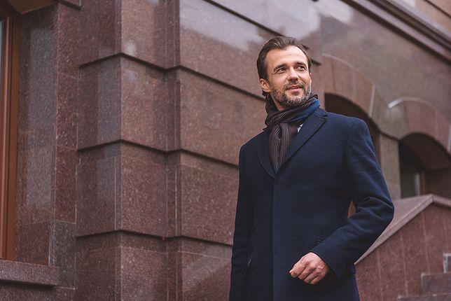 Dobry płaszcz uszyty jest z wełny i różnych domieszek