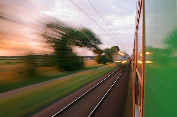 Maszynista w Lombardii zarabia więcej, gdy... pociąg się spóźnia