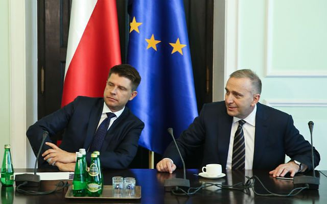 Petru i Schetyna jak jeden mąż o kompromitacji na szczycie UE