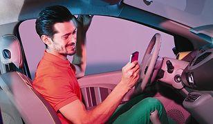 Korzystanie z komórki to plaga wśród polskich kierowców