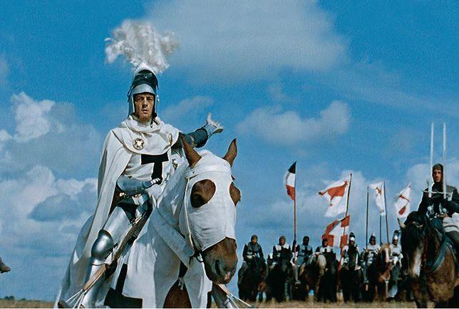 """""""Krzyżacy"""" Aleksandra Forda wciąż uznawani są za najbardziej dochodowy film w całej historii polskiej kinematografii – w ciągu kilku miesięcy obejrzały go aż 2 miliony widzów; do 1987 roku przed ekranami zgromadził ponad 32 miliony."""