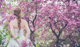 Fryzury ślubne z warkoczem wybierają nie tylko panny młode rozkochane w stylu boho, lecz także prawdziwe księżniczki