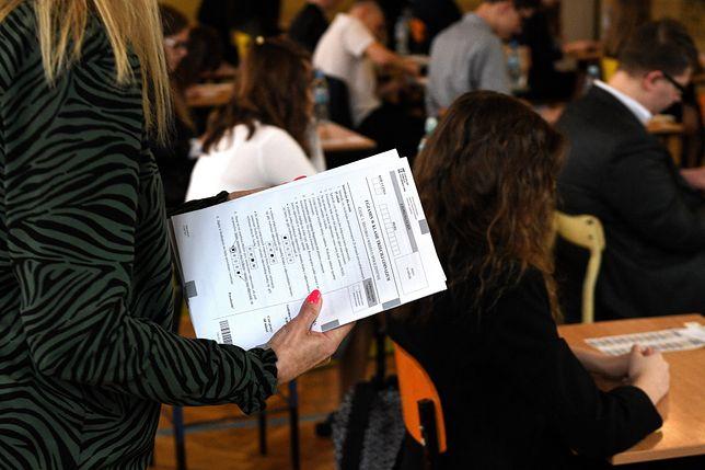 Strajk nauczycieli 2019. W trzech szkołach nie udało się przeprowadzić egzaminów gimnazjalnych z WOS-u i historii