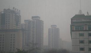Tak wygląda smog pekiński, kiedy wszyscy chowają się w domach. W Krakowie w sezonie grzewczym powietrze nie jest dużo lepsze.