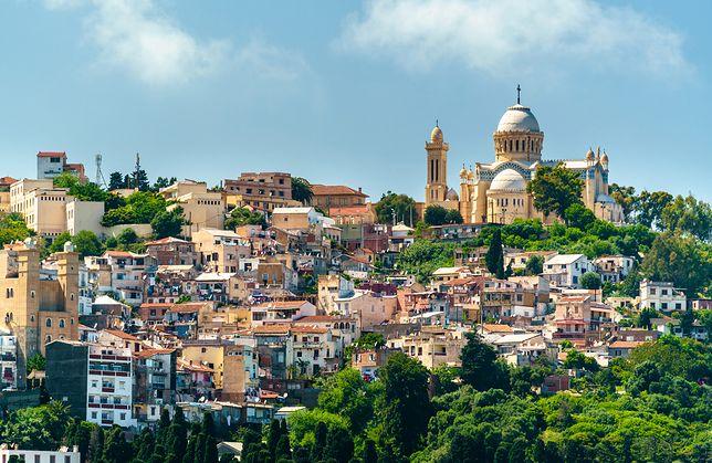 Na zdjęciu najważniejsza bazylika w Algierii - Notre Dame d'Afrique