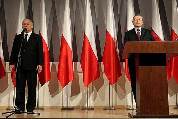 Jarosław Kaczyński i prof. Piotr Gliński podczas konferencji prasowej.