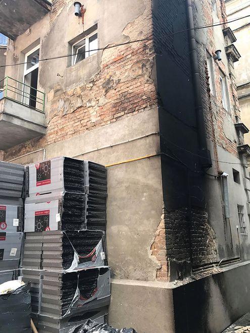 Tak po pożarze wyglądała kamienica, w której mieszka poseł Krzysztof Brejza