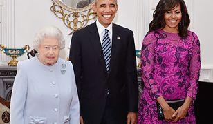 Michelle i Barack Obamowie w towarzystwie Elżbiety II