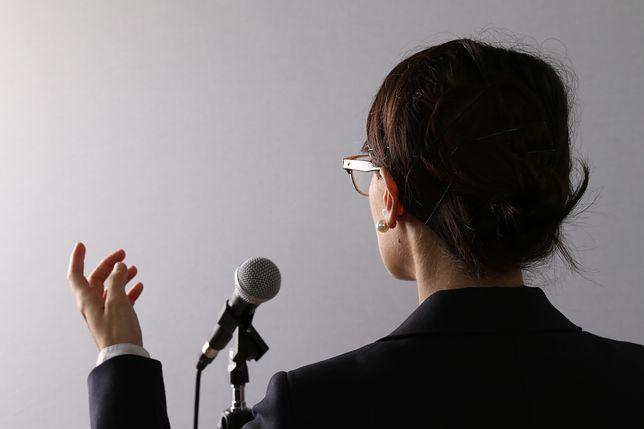 Mowa ciała - ludzie nadal mają problem z panowaniem nad gestami.