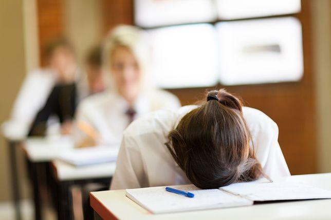 Dziewczynki mają godzinę mniej czasu wolnego, niż chłopcy. Mają więcej obowiązków i wymagań stawianych przez dorosłych