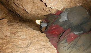 Tatry - Jaskinia Wielka Śnieżna. Ratownicy TOPR pracują w skrajnie trudnych warunkach