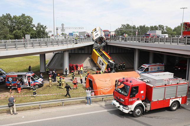 Warszawa. Wypadek autobusu na S8. Prokuratura: Kierowca zatrzymany