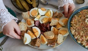 Na wielkanocnym stole nie może zabraknąć jajek i kiełbady.