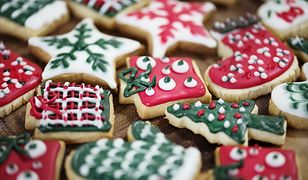 Przygotowywanie świątecznych ciasteczek na Boże Narodzenie to świetna zabawa dla dzieci