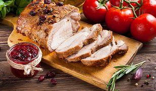 Polską tradycją jest podawanie na bożonarodzeniowy obiad przygotowanego na różne sposoby mięsa