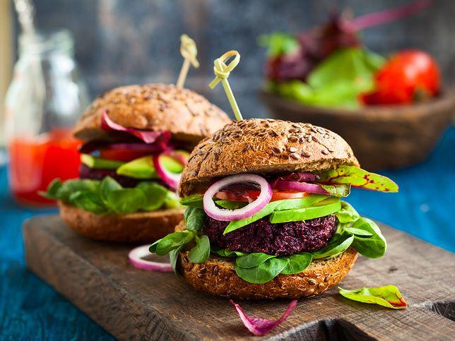 Dieta wegańska polega się na wyeliminowaniu z jadłospisu wszystkich produktów pochodzenia zwierzęcego. Przepisy diety wegańskiej