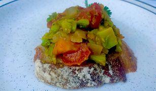Jajecznica wegańska. Sprawdzony sposób na pyszne śniadanie