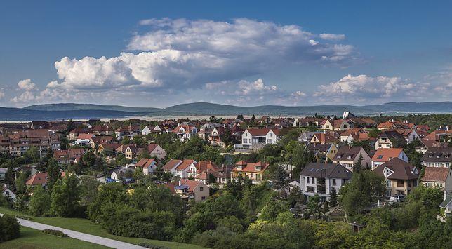 Veszprem znajduje się ok. 110 km od Budapesztu