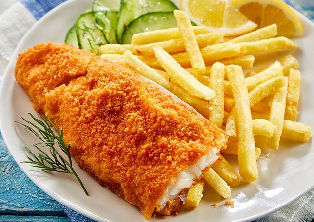Ryba z frytkami, zdjęcie ilustracyjne