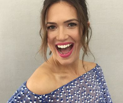 LOOK OF THE DAY: Mandy Moore w stylu retro
