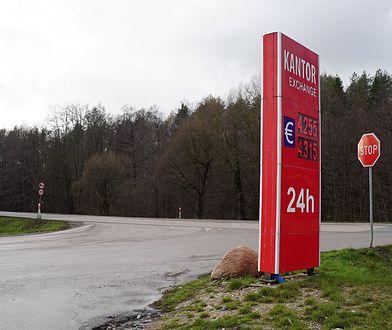 """""""Policja chroni dom ministra Zielińskiego"""". Mamy zdjęcia tego miejsca"""