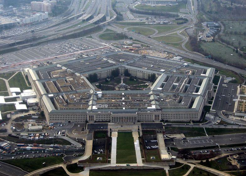 Zabarykadowali się w Pentagonie. Trzech rannych, w tym jeden policjant