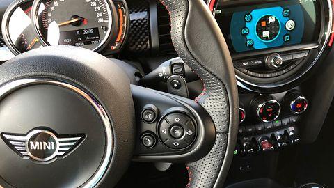 Aplikacja mobilna dla MINI Coopera auta nie umyje, ale znajdzie i schłodzi