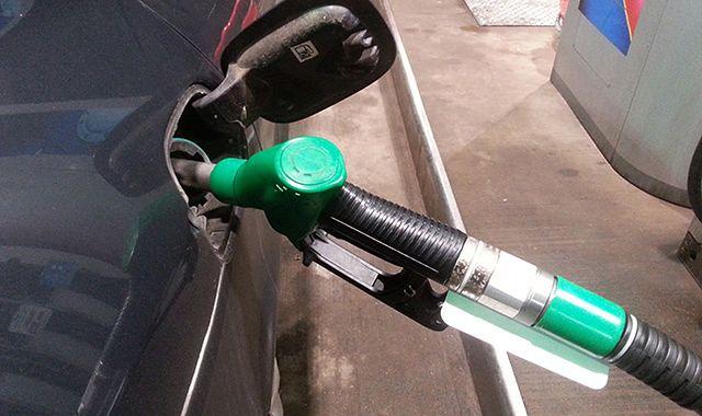 Analitycy: ceny na stacjach paliw mogą pójść w górę