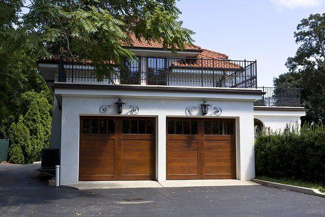 Drewniane bramy garażowe pełne uroku