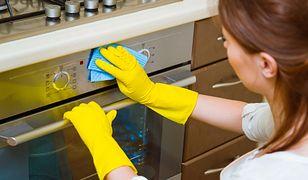 Zaletą nanogąbek jest to, że sprzątanie odbywa się wyłącznie za pomocą wody. Nie trzeba więc inwestować w dodatkowe środki czyszczące.
