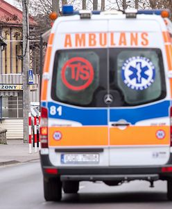 Jechał pijany ambulansem do pacjentów. W kabinie walały się butelki po wódce