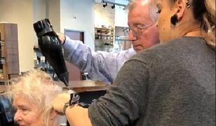 Mężczyzna nalegał, by nauczyć go wszystkiego krok po kroku - użytych produktów, pracy suszarką i szczotką