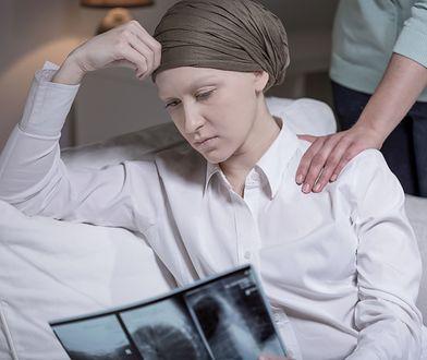Nowe badania w Wielkiej Brytanii. Za późna diagnoza raka jajnika