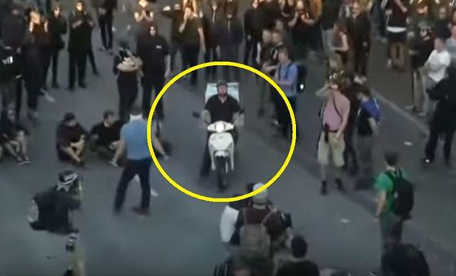 Krwawe zamieszki w Hamburgu. Nagle w tłumie pojawia się dostawca pizzy
