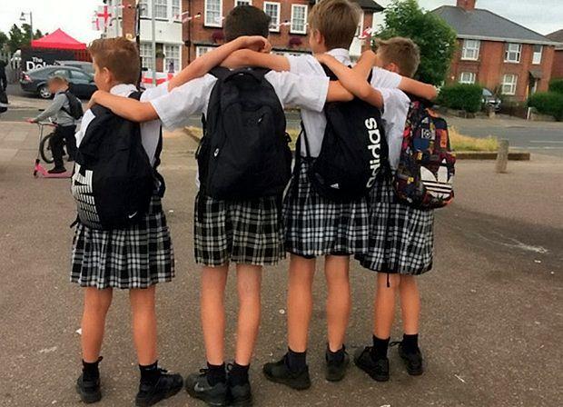Chłopcy sprzeciwili się absurdalnemu zakazowi. Przyszli na lekcję w spódniczkach