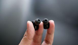 Słuchawki dokanałowe doskonale dopasowują się do kanału słuchowego