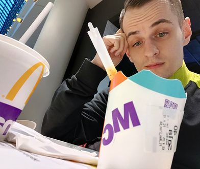 Papierowe pudełko i słomka w McDonald's. Moja mina mówi wszystko.