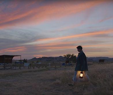 """""""Nomadland"""": Nic, co mówiono nam o emeryturze, nie jest prawdą. Film o życiu w samochodzie podbił tegoroczne Oscary"""