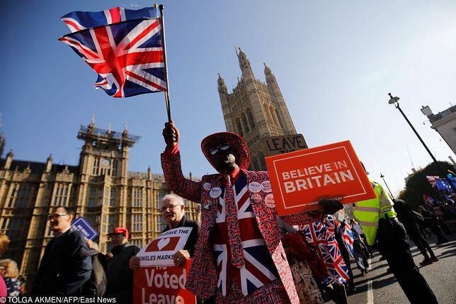 Brexit. Umowa rozwodowa z Unią na ostrzu noża