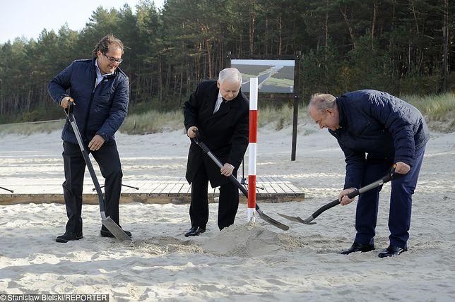 Prezesowi PiS towarzyszyli minister Marek Gróbarczyk i kandydat na prezydenta Elbląga Jerzy Wilk