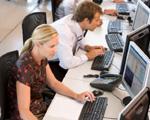 Co trzeba zapewnić pracującym przy komputerach?