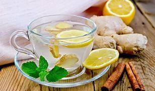 Jednym ze sposobów na oczyszczenie organizmu jest picie wody z cytryną