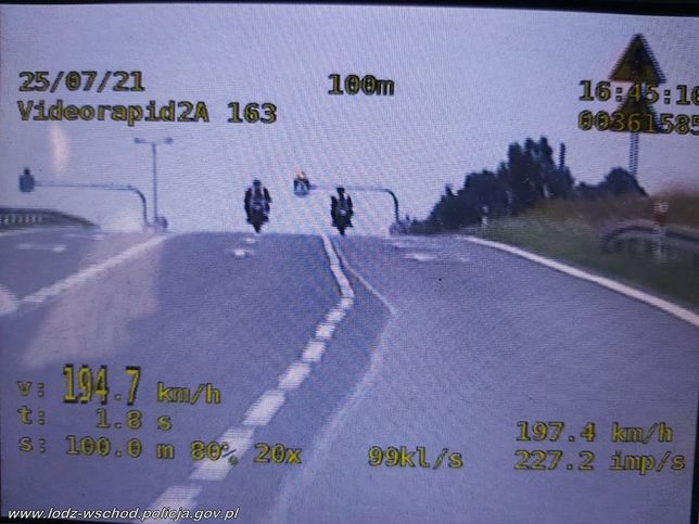 """Dwóch motocyklistów jechało 194 km/h na """"70-tce"""""""