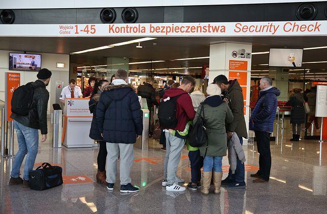 Problem z wyjazdem z kraju. Przez nieważne dokumenty 249 Polaków nie poleciało na urlop