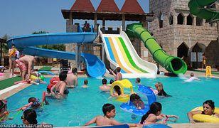 Wyjazd wakacyjny w szczycie sezonu mocno obciąża rodzinny budżet