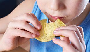 Batony i ciastka na śniadanie. Co rodzice pakują dzieciom do tornistra?